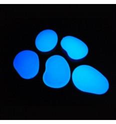 Sassi blu in plastica fluorescenti fosforescenti che si illuminano al buio
